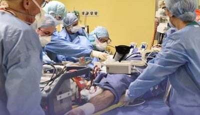 Equipe hospitalar no front contra a COVID-19